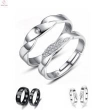 Bague en céramique noire pavée par diamant d'hommes et de femmes, anneau plaqué par platine de couple