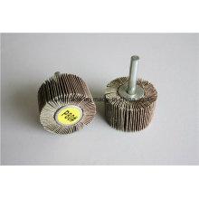 Roue à lamelles avec arbre pour meulage / polissage de trous métalliques