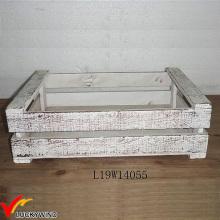 Pequeñas cajas de plantadores de madera de abeto blanco rústico
