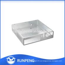 CNC que perfora el recinto de aluminio de la electrónica