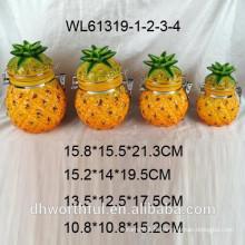 Récipient en céramique à l'ananas et à l'ananas