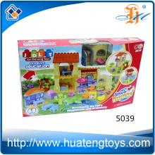 El nuevo diseño embroma los juguetes plásticos sólidos de los bloques del chalet del ABS para la venta
