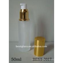 Bouteille en verre givré de 50 ml avec pompe en plastique et bouchon en or