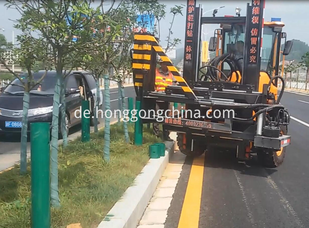 Hydraulic Hammering Guardrail Pile Driver Machine