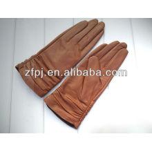 Le plus récent des gants professionnels professionnels à la main