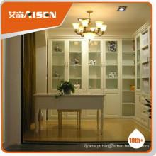 Com estante de garantia de qualidade com portas de vidro