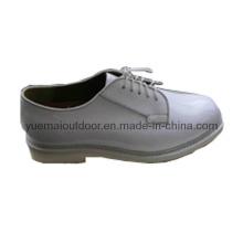 Zapatos blancos militares de la oficina