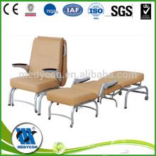 Cuero y hospital plegable acompañan silla