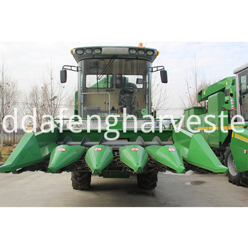 self-propelled maize harvesting