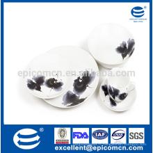 Ensemble de vaisselle en céramique style coupé avec une belle peinture à l'encre et à la peinture pour l'hôtel