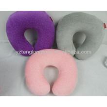 Carro de pelúcia confortável colorido ou travesseiro de descanso de pescoço de viagem