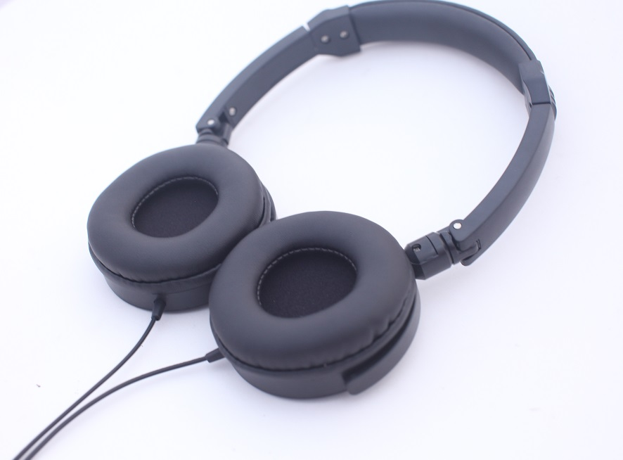 best over ear headphones with microphone
