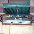 Hydraulic stationary car ramp for unloading goods
