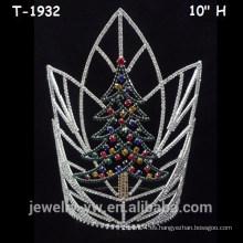 Coronas de cristal coloreadas grandes del árbol de navidad, coronas del desfile de la Navidad