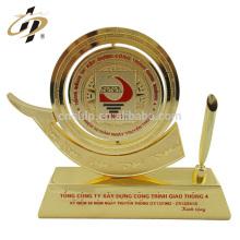 Fábrica de Wenzhou barato personalizado recuerdo de oro regalos regalos decoración del hogar del destornillador taza de metal trofeo