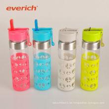 Billige Sport kundenspezifische Glaswasserflasche mit Silikonhülse