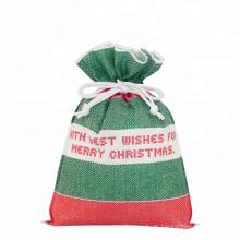 Grüne Weihnachtsgeschenk-Verpackungs-Taschen nahe mir