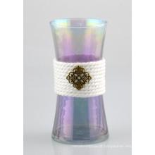 Vaso de vidro com corda de algodão e decoração de cobre