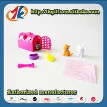 Lustiges Plastikminitier stellte Spielzeug mit billigem Preis ein