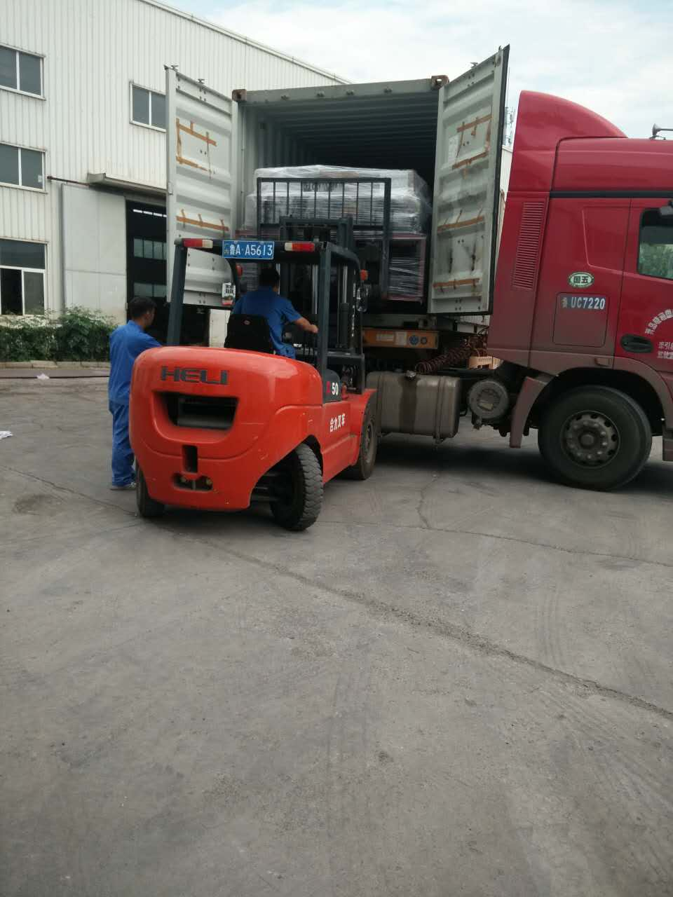 Automatic Stretch Pallet Wrapper loading