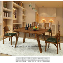Сплошной деревянный стол с четырьмя стульями для столовой