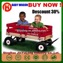 Hölzerner faltender Wagenwarenkorb vier Räder Baby Kinder scherzt Werkzeugwagen draußen, der Strandpark