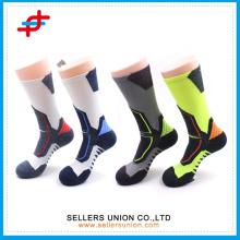 2015 Funktionelle Dri-Fit Baumwolle Fliegen Ferse gepolsterte Kompression Crew Socken / Herren High Quality Sneaker Crew Trainning Socken
