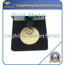 Médaille d'or avec emballage en velours