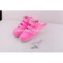 Unisexe charge USB haute coupe motif d'aile rose LED chaussures légères pour enfants