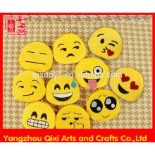 Promocional barato plush emoji coin purse tamanho pequeno emoji mudança bolsa bonito emoticon emoji saco