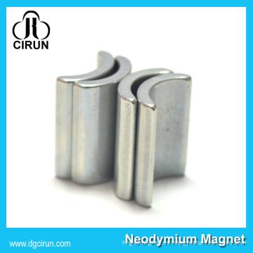 Imán permanente del motor del neodimio de la forma permanente del arco para la turbina de viento