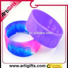 Los proveedores de China alibaba por mayor productos nuevos pulsera de silicona logo personalizado