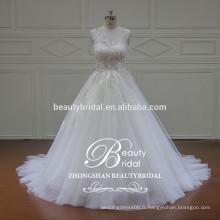 Illusion de luxe Encolure Dentelle Appliqué Voir à travers Robe de mariée Robe de mariée royale
