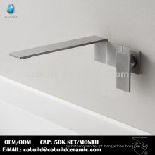 Torneira de lavatório de aço inoxidável sanitário na parede de banheiro europeu
