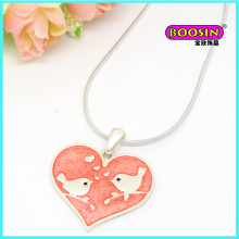 Collier pendentif coeur en émail de bijoux en argent à la mode