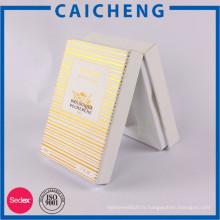 Boîte de cadeau de papier blanc de bande d'estampillage d'or avec l'insertion en plastique pour l'emballage de bouteille d'huile