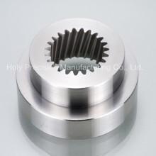Parte fazendo à máquina do torno do CNC para as peças altas do alumínio polido