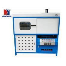Machine de fabrication de plaquettes thermoformées en plastique semi-automatique