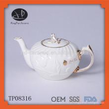 Hot vendendo chinês porcelana cerâmica branca em relevo chá pot com jante de ouro