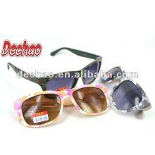 óculos de sol padrão colorido