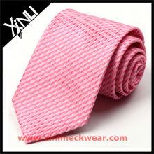 Cravate en soie rose de haute qualité