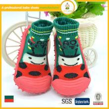 2015 vente chaude vente en gros de tricot vert et soie en caoutchouc bébé chaussettes de chaussettes pour enfants