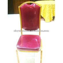 Cadeiras douradas do salão de banquetes