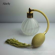 Bouteilles de parfum vintage couleur avec parfum Designer