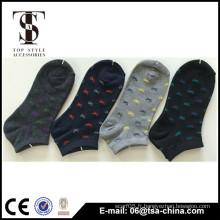Chaussettes en coton femelle pour se réchauffer dans le tube de chaussettes jacquard