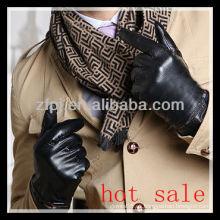 Hombres guantes ocasionales