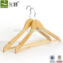Colgador de ropa natural de buena calidad madera con barra