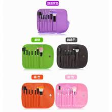 A fundação de creme compo escovas cosméticas da composição da esponja da escova com punho