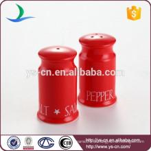 Großhandel schöne rote Keramik Salz und Pfefferstreuer für Küche