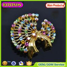 Broche de invitación de boda con forma de flor de cristal hecho a mano al por mayor